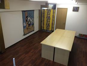 テーブル・椅子ありますので、会議や手芸教室等のご利用も。